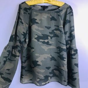 New Banana Republic camouflage top blouse